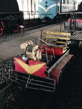 TROLE A MOTOR -Usado para fazer reparos na linha. Esse farolzinho aí na frente ajudava os caras a trabalharem a noite.